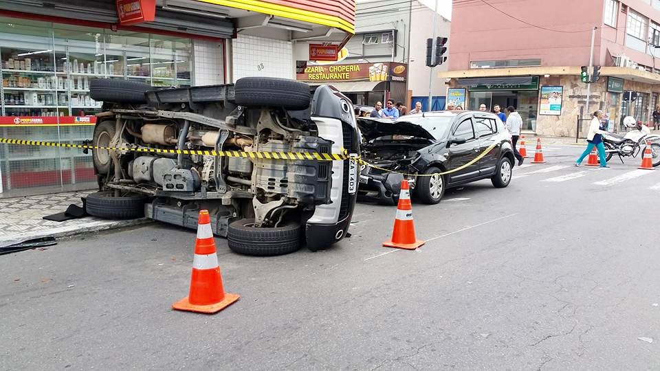 Acidente centro de Pinda 12.06.2015 - Leandro D'arace (3)