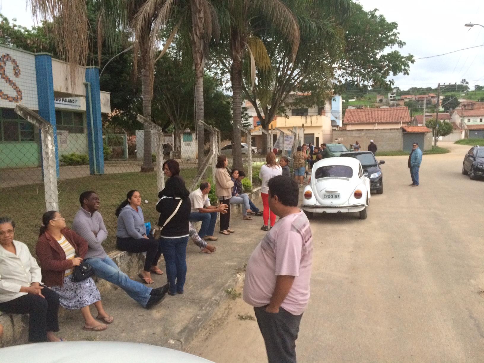 Pacientes aguardam em fila para agendamento de consultas e atendimento em Guaratinguetá (Colaboração)