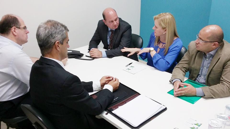 A prefeita Ana Karin e seus assessores durante encontro na Agência de Desenvolvimento, onde tenta buscar recursos para não travar a saúde