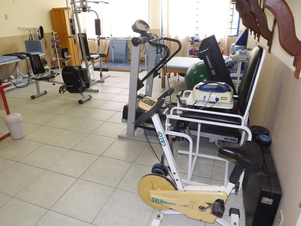 A estrutura de aparelhos da Adefil utilizada no atendimento a mais de cem deficientes físicos de Lorena (Francisco Assis)