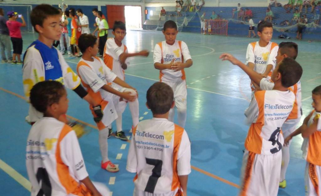 Equipe do Instituto Família Futsal se prepara para a partida válida pelo Encontro Brasileiro de Futsal