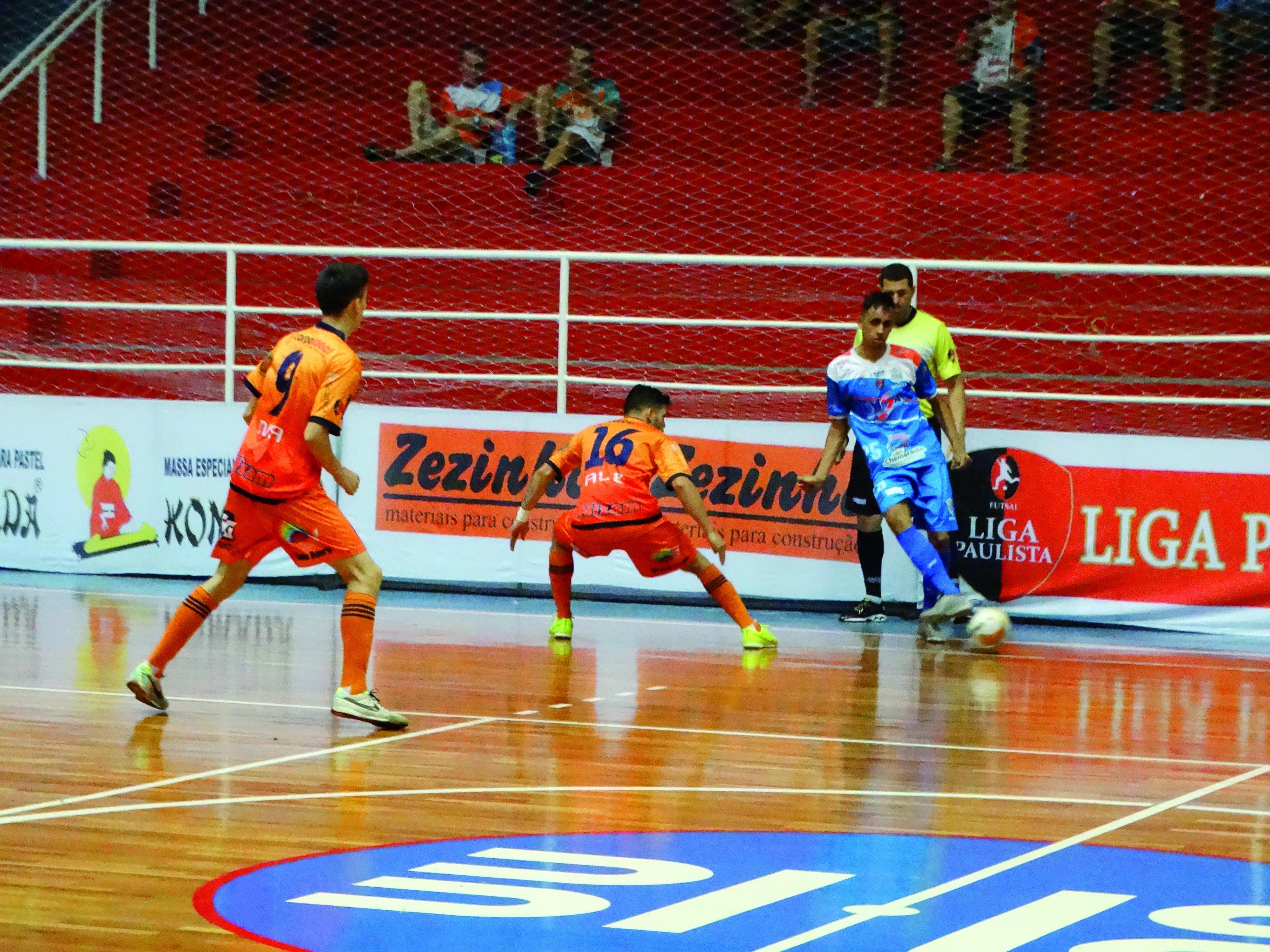 Em partida do campeonato passado, destaque para 'Pula', um dos jogadores que deve permanecer no time para a próxima temporada (Atos Redação)