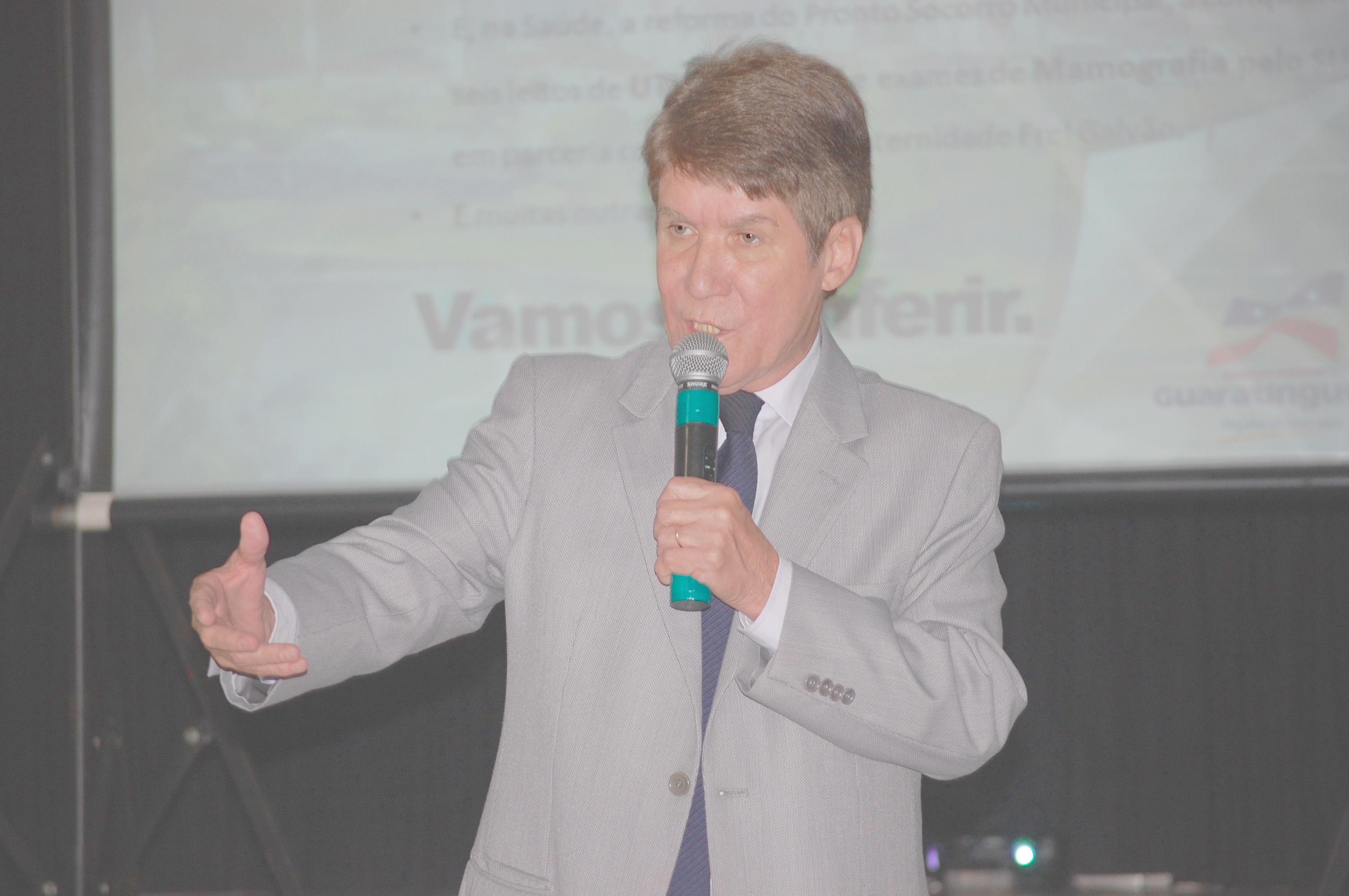 O prefeito Francisco Carlos , que busca repatriar os comissionados dispensados no final do ano, acrescido de 20 novos postos (Atos Redação)