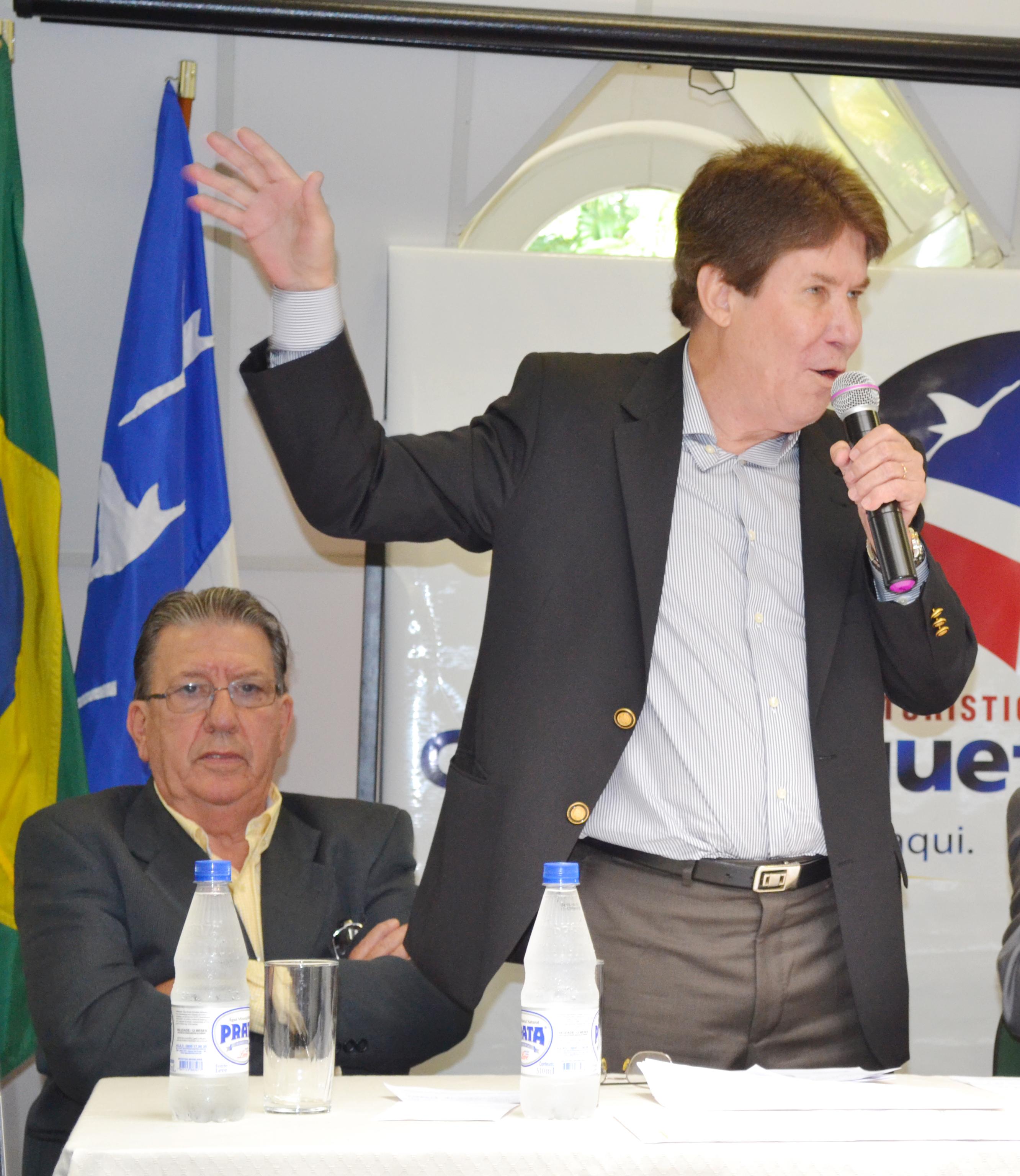 O prefeito Francisco Carlos, que está sendo questionado por sonegar o reajuste salarial dos servidores em cima do piso nacional (Arquivo Atos)