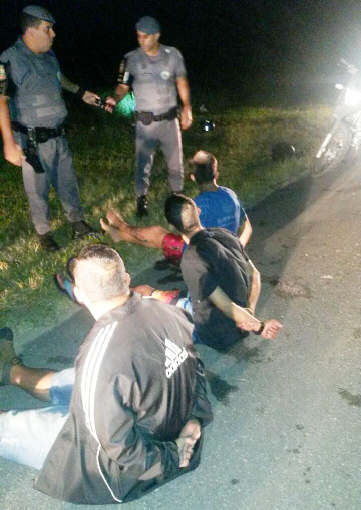 Trio acaba detido durante operação da Força Tática na estrada que liga Lorena e Canas (Divulgação / PM)