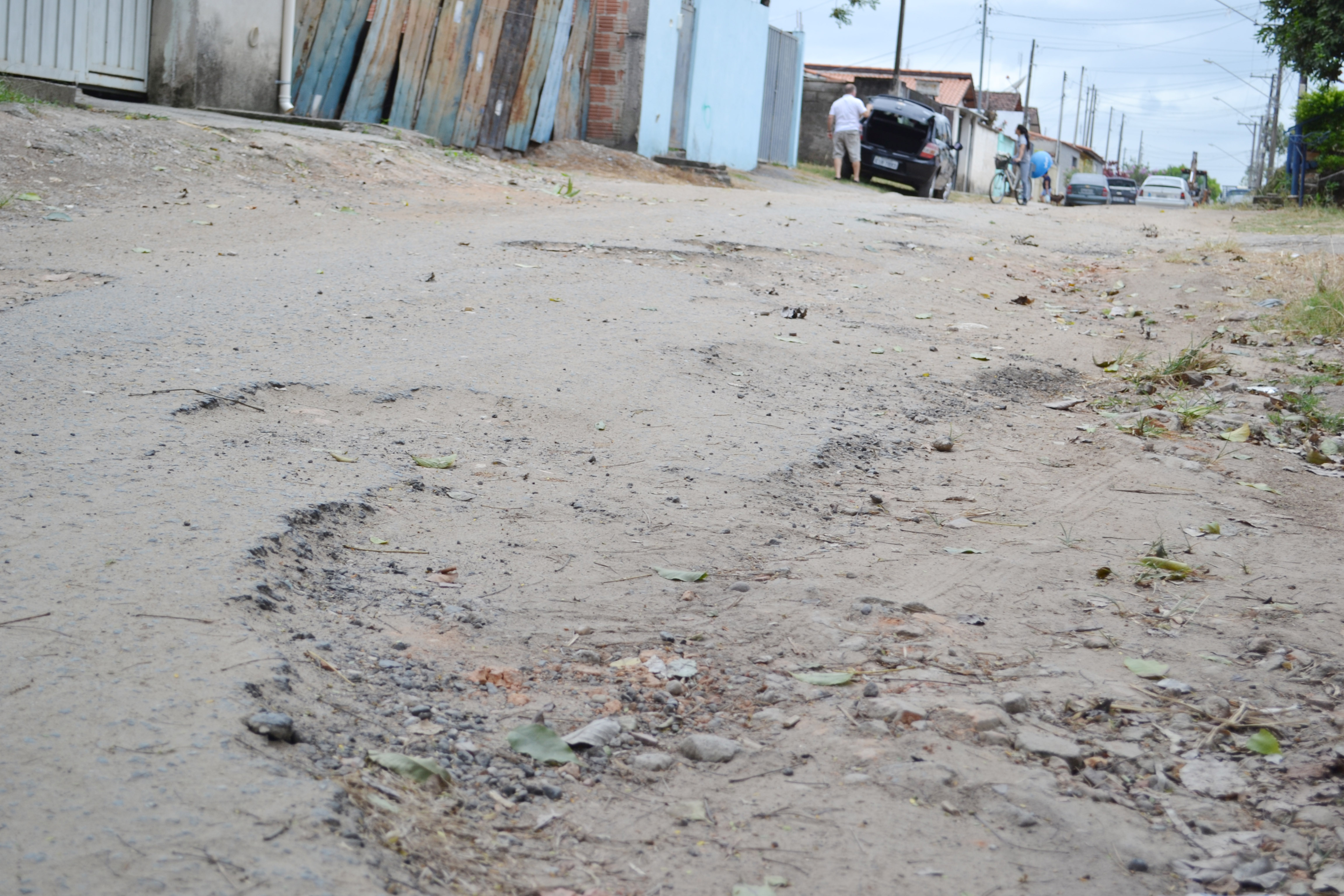 Rua em situação crítica de pavimentação no bairro Vila Bela; moradores cobram melhorias do prefeito Francisco Carlos (Lucas Barbosa)