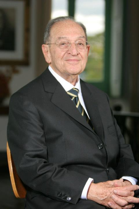 O professor Nelson Pesciotta; que tem a história contada em obra, lançada neste sábado em Lorena (Reprodução)