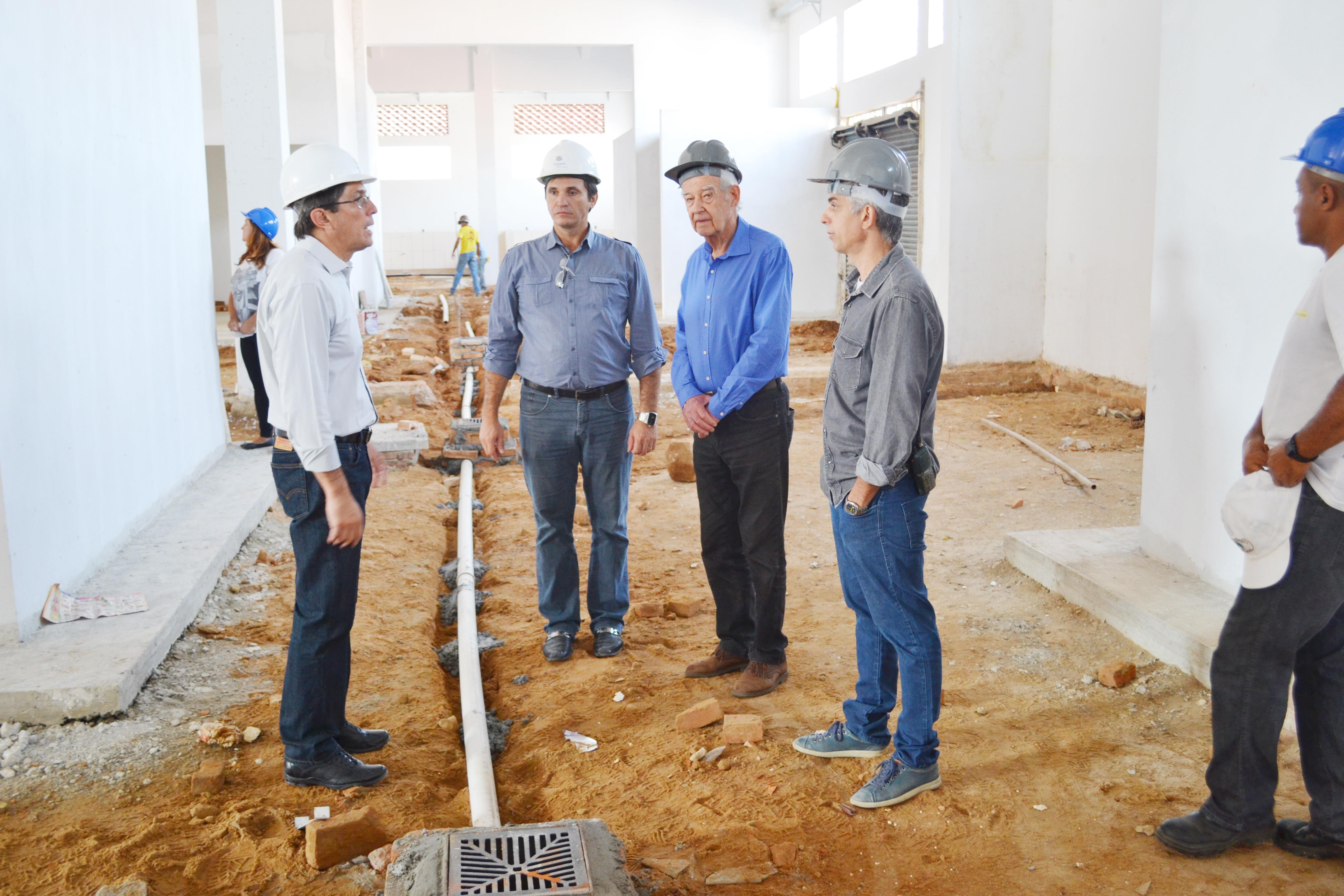Marcondes é acompanhado pelo secretário de Obras e Planejamento, Marcos Anjos, em visita do diretor do Instituto Pikos, Tamas Makray (Lucas Barbosa)