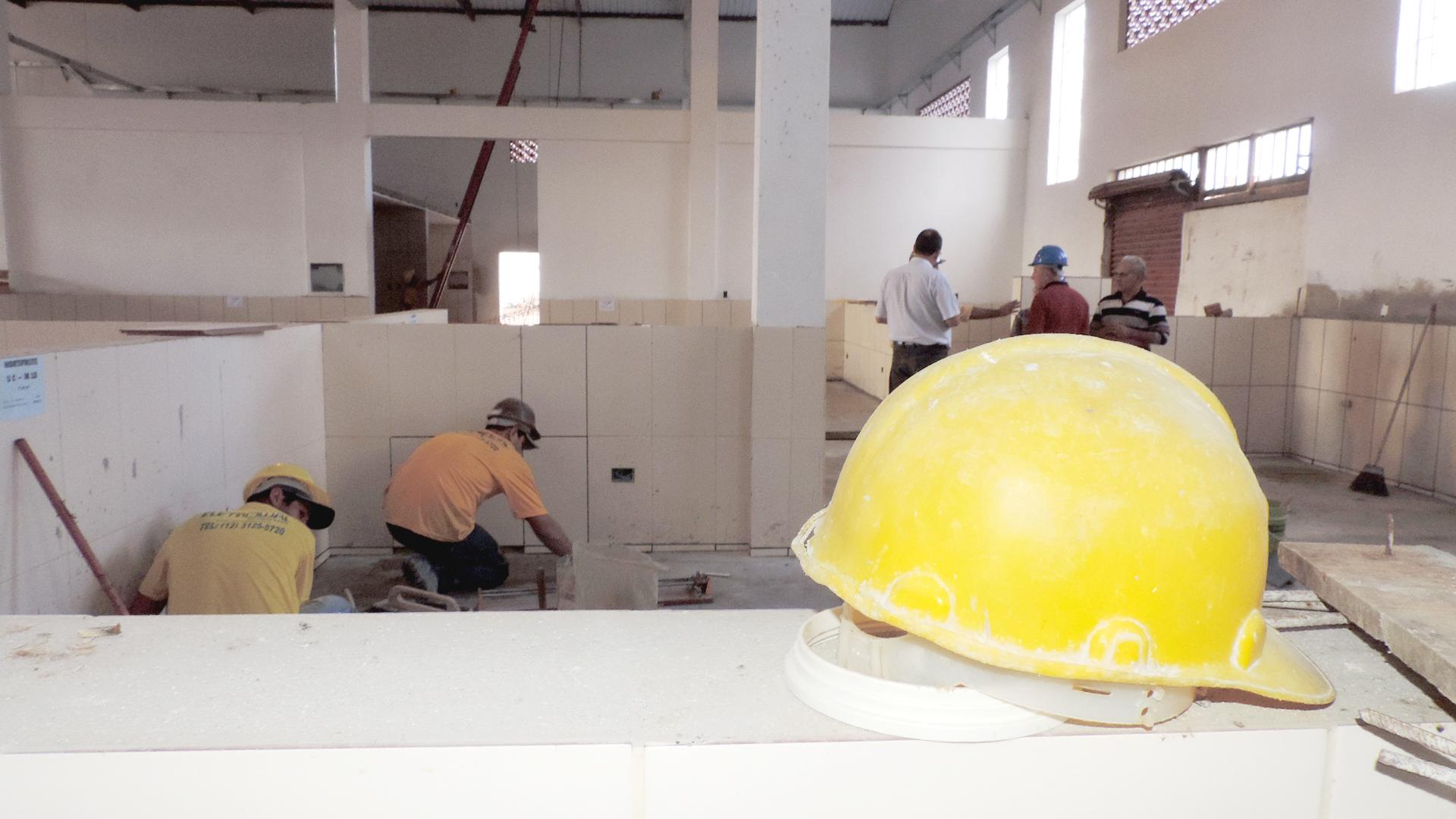 A um mês da entrega, obra do novo Mercadão tem ajuste em boxes que serão negociados em pregão (Foto: Lucas Barbosa)