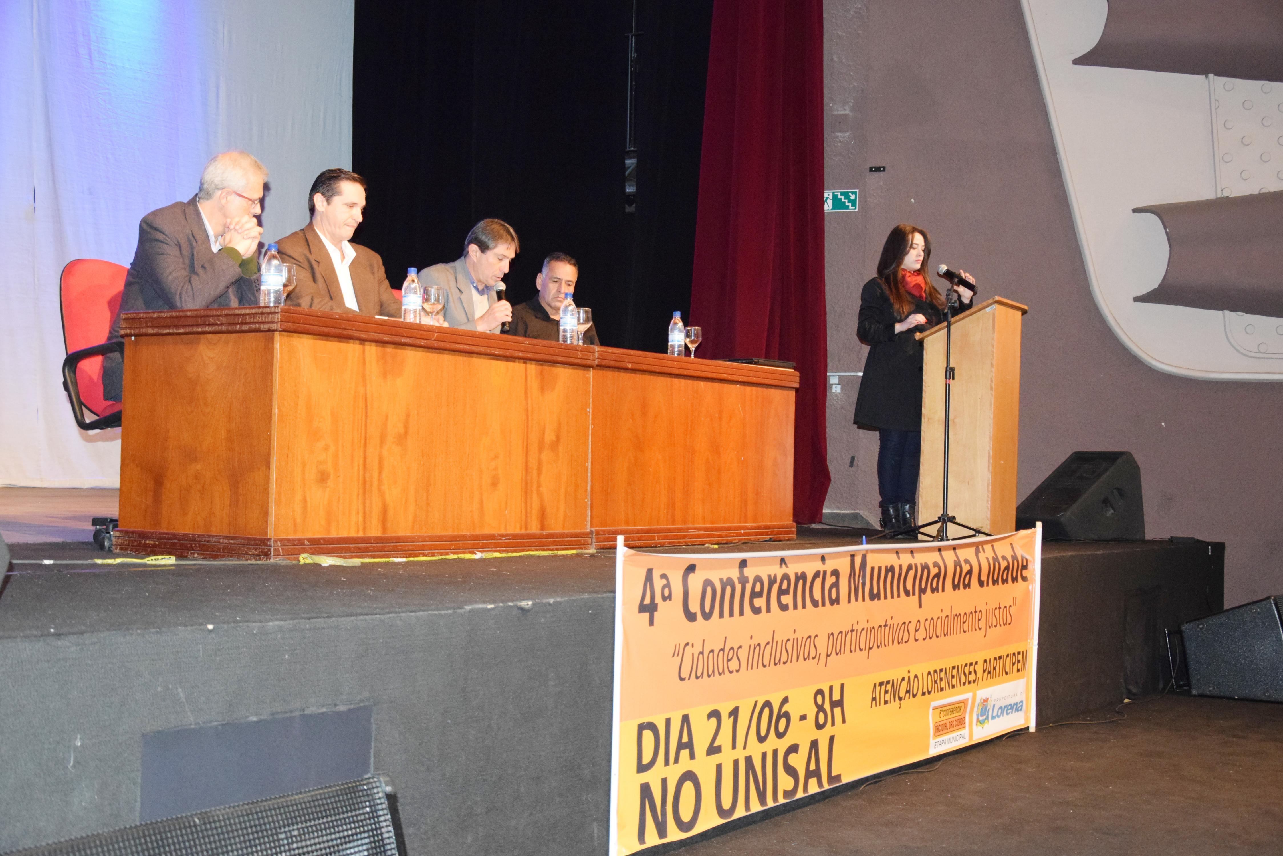 O prefeito Fábio Marcondes (centro) participou de conferência, que apresentou planos para a cidade e elegeu representantes para fase estadual (Fotos: Colaboração)