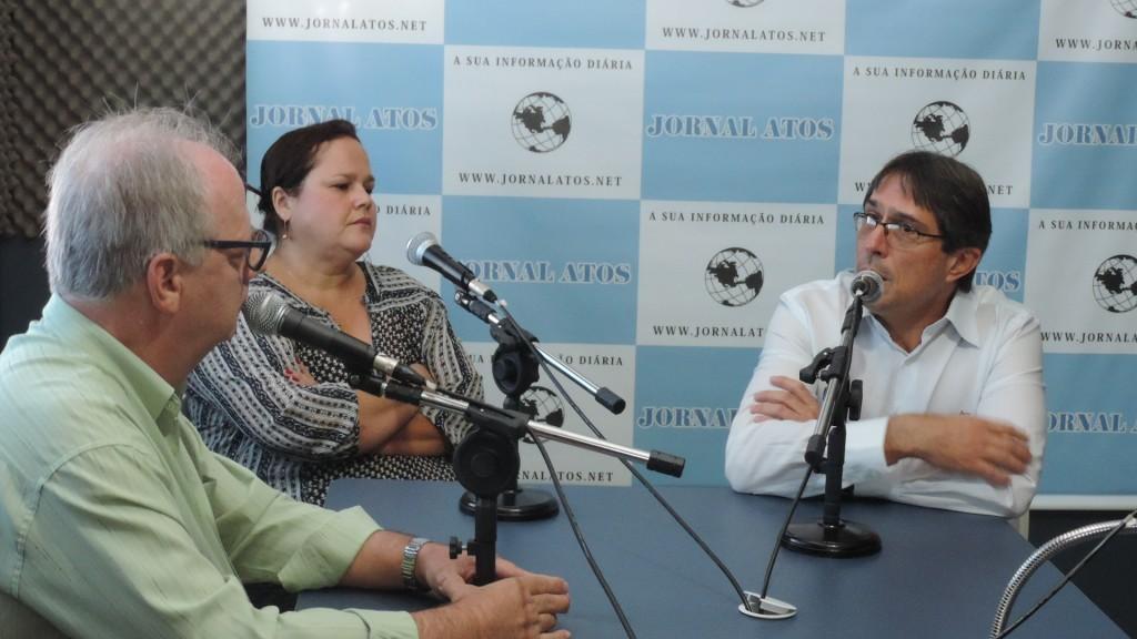 O prefeito Fábio Marcondes e a empresária Marieta Bartelega durante entrevista ao Atos no Rádio (Foto: Francisco Assis)