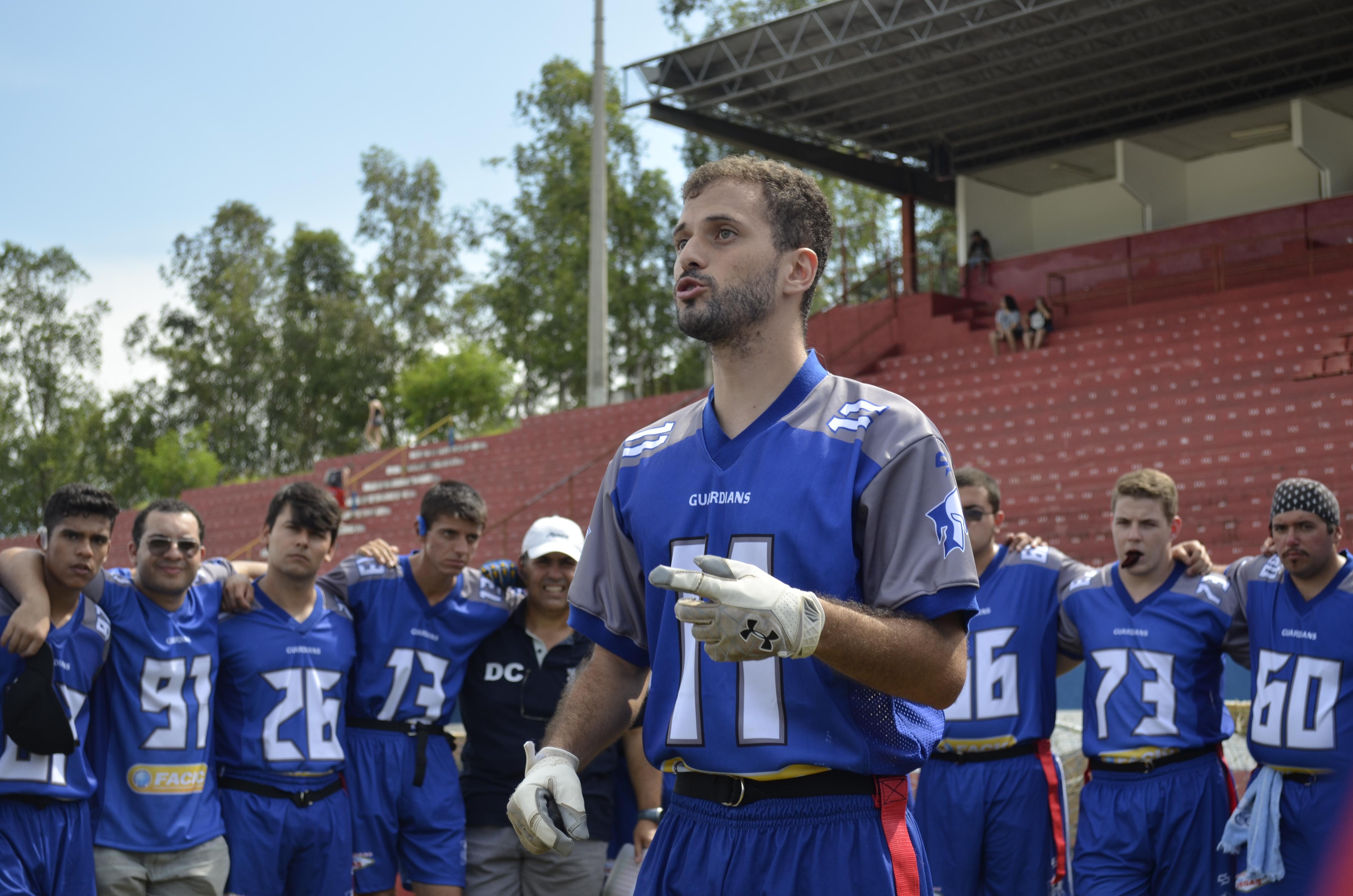 Bruno Monção (centro), líder dos Guardians, novo campeão do Vale (Foto: Leandro Oliveira)