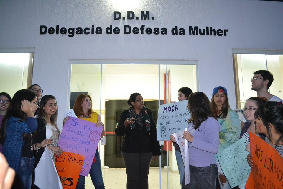 Mulheres se juntam para protestar contra casos de estupro em Lorena; cidade seguiu tendência de queda em índice no Vale (Foto: Thiago Datena)