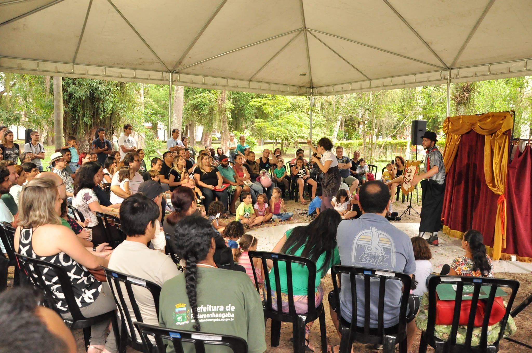 Artistas se apresentam no Bosque da Princesa em Pinda; a cidade recebe contação de história e teatro nesse final de semana (Foto: Divulgação)