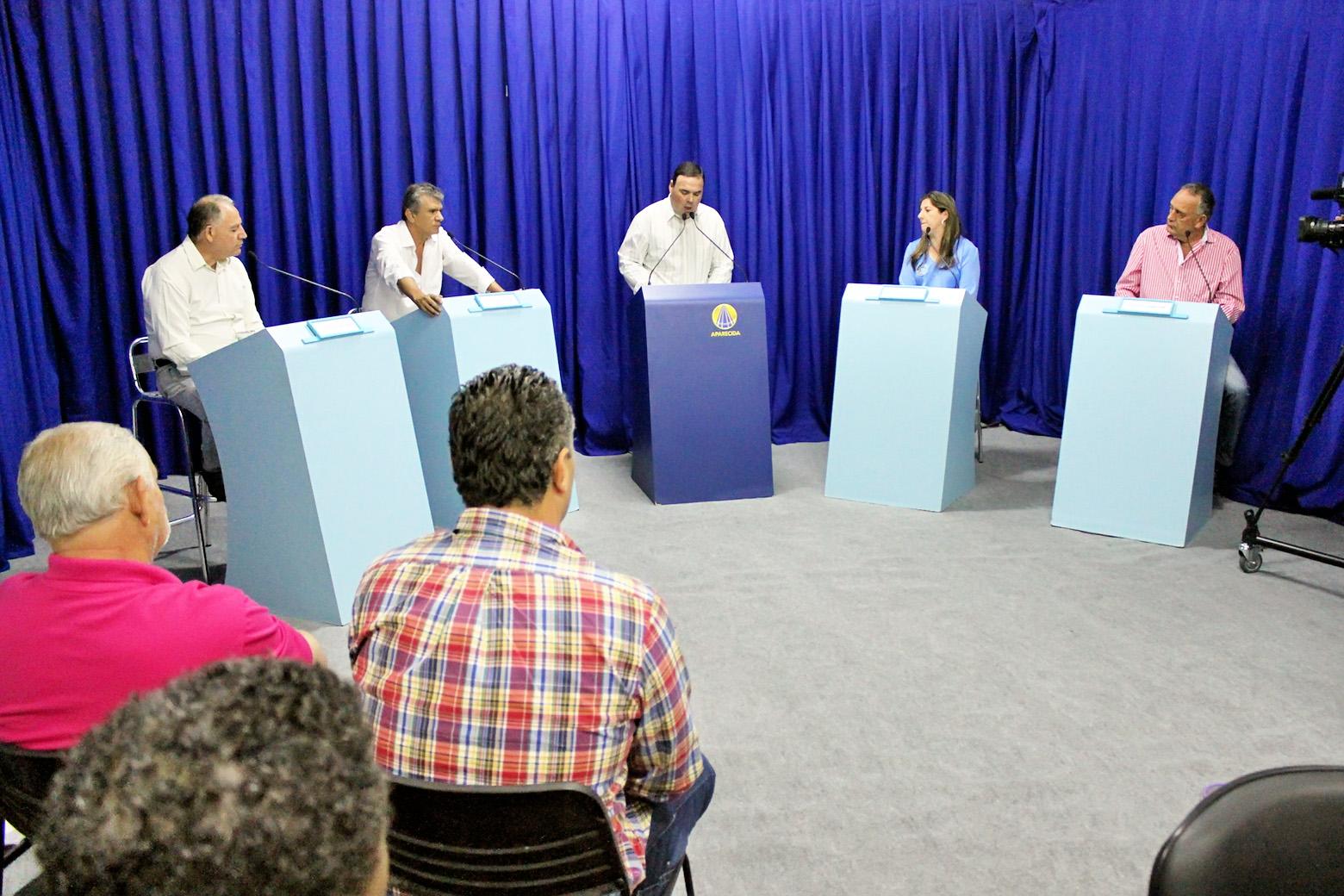 Os quatro candidatos a prefeito de Potim, que participaram de debate nos estúdios da Rádio Aparecida (Foto: Divulgação Rede Aparecida)