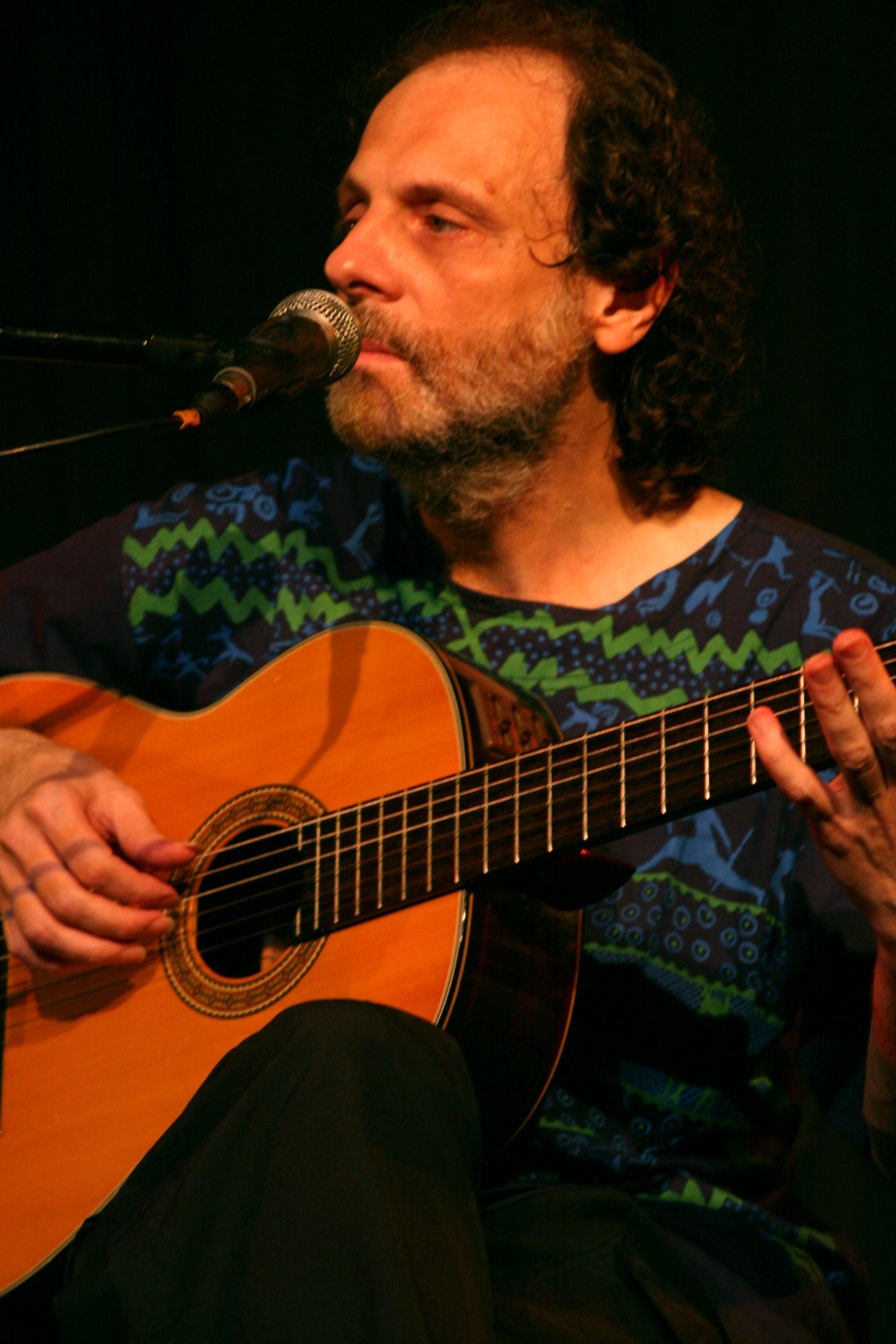 O cantor e compositor, Eduardo Gudin, que se apresenta no próximo dia 10 em Guaratinguetá (Foto: Divulgação)