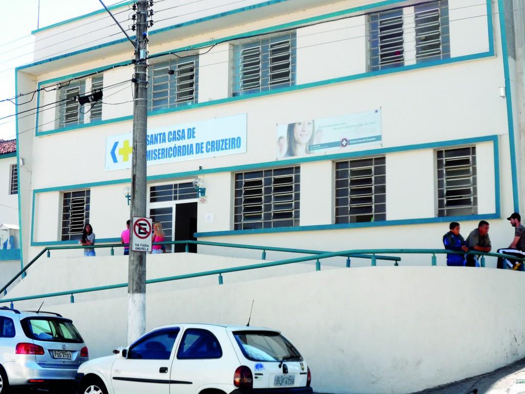 Entrada principal do Pronto Socorro de Cruzeiro; hospital é um dos principais pontos da crise regional (Foto: Maria Fernanda Rezende)