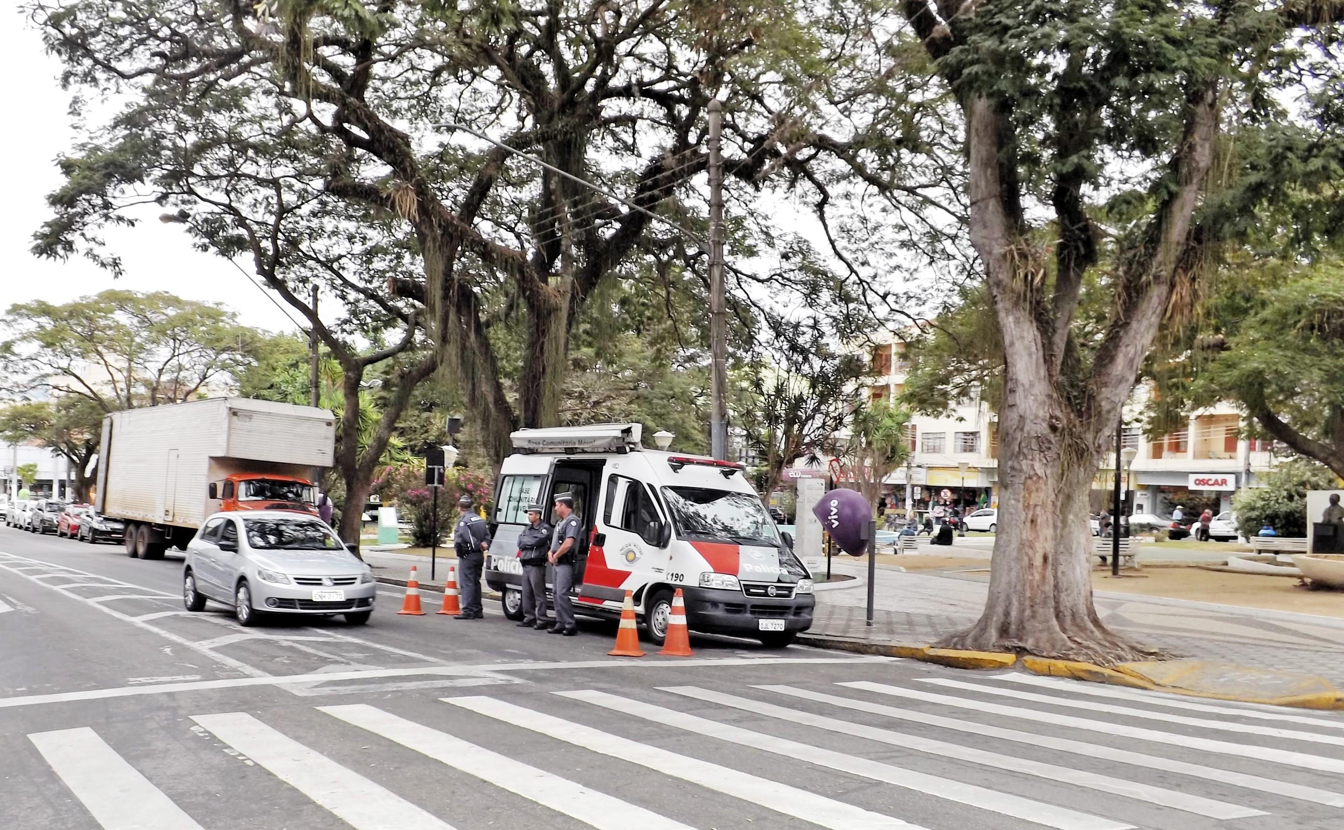 Unidade móvel durante trabalho de atenção na região central de Pinda; município luta contra o crescimento da criminalidade em 2016 (Foto: Arquivo Atos)