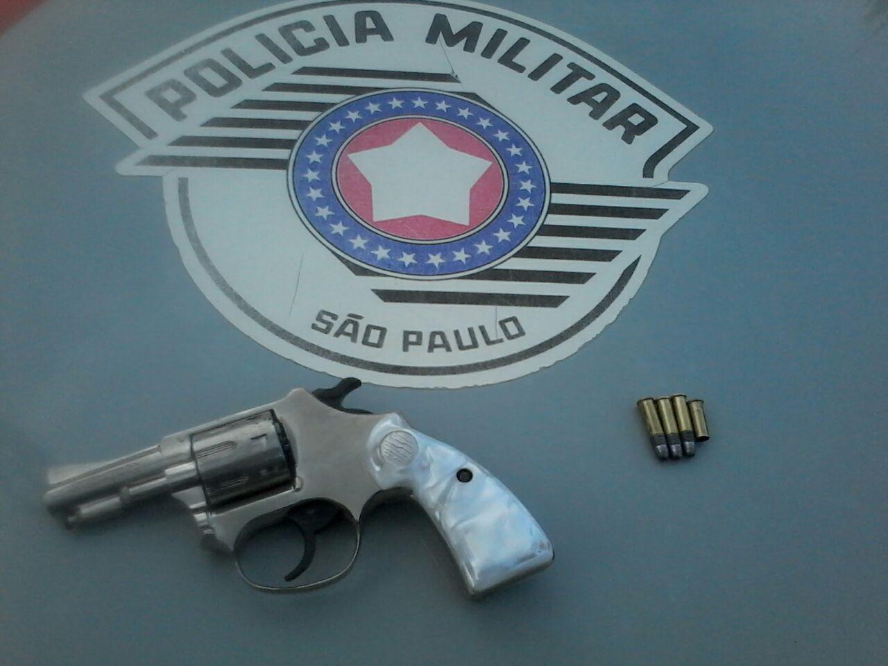 Arma apreendida pela Polícia Militar, em Guaratinguetá (Foto: Divulgação PM)