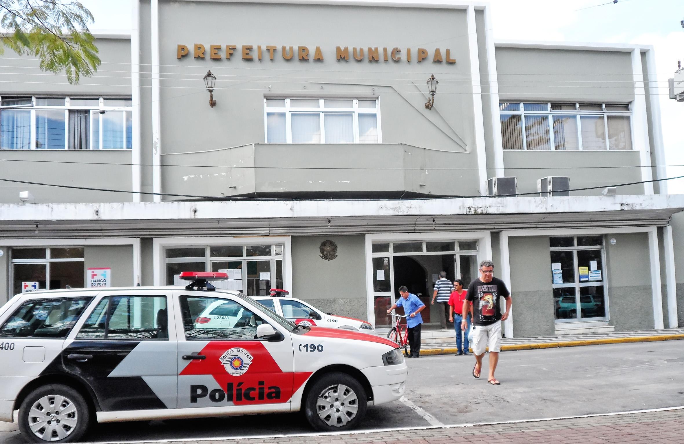 A Prefeitura de Cruzeiro, que mais uma vez atrasou os benefícios dos servidores; sindicato revela possível greve na próxima semana (Foto: Maria Fernanda Rezende)