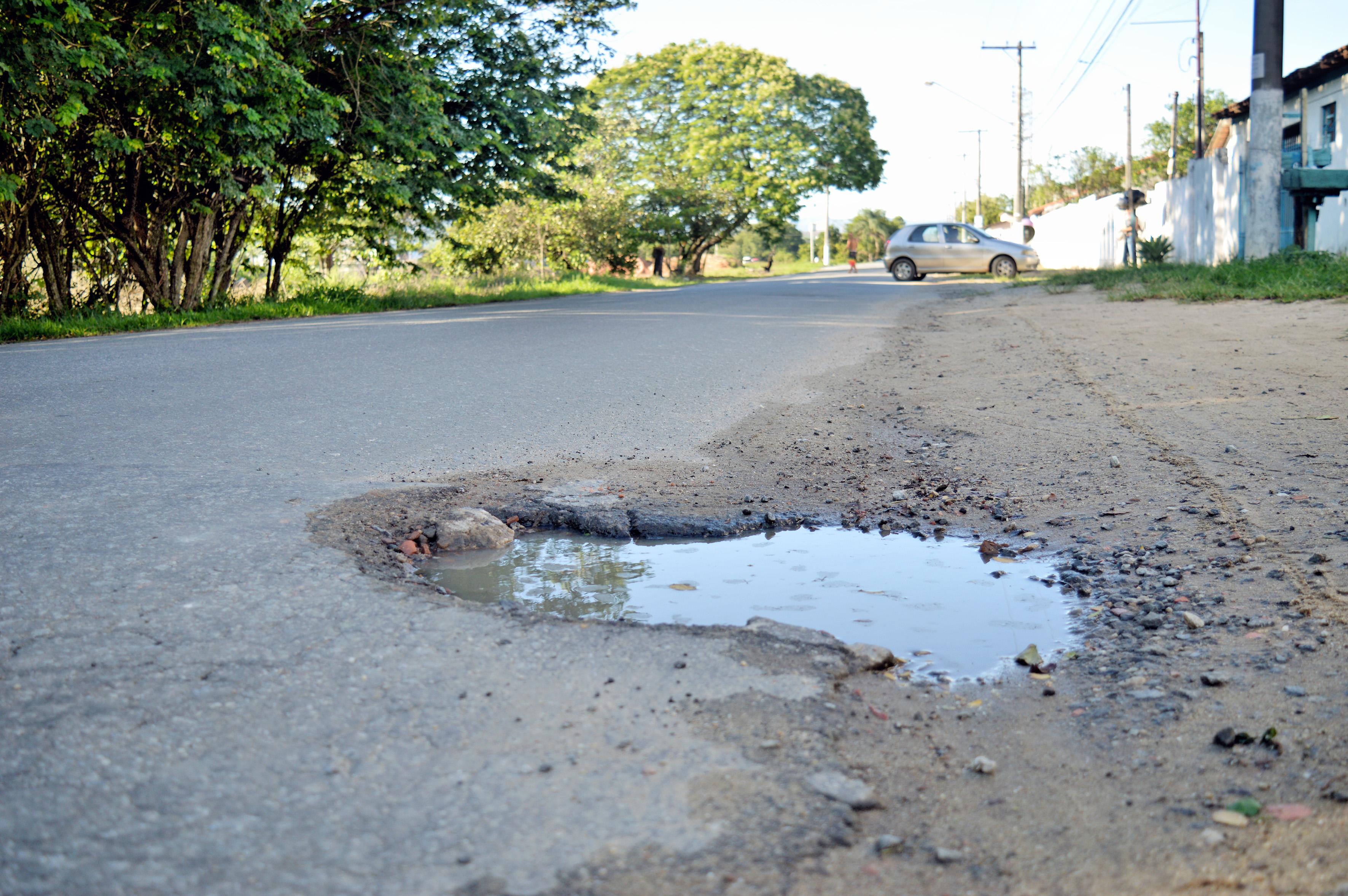 Em péssimas condições, ruas na Vila Sapé dão mostra da falta de cuidados da Prefeitura; nova cobrança (Foto: Leandro Oliveira)