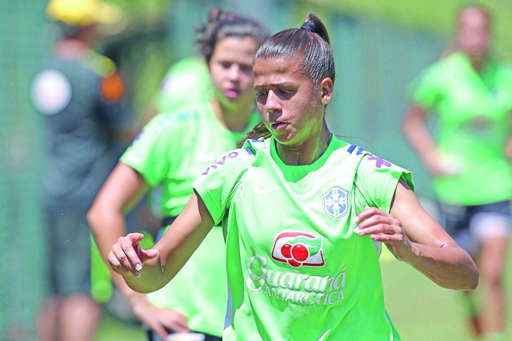 Zagueira durante treino com a seleção (Foto: Divulgação Gio / CBF)