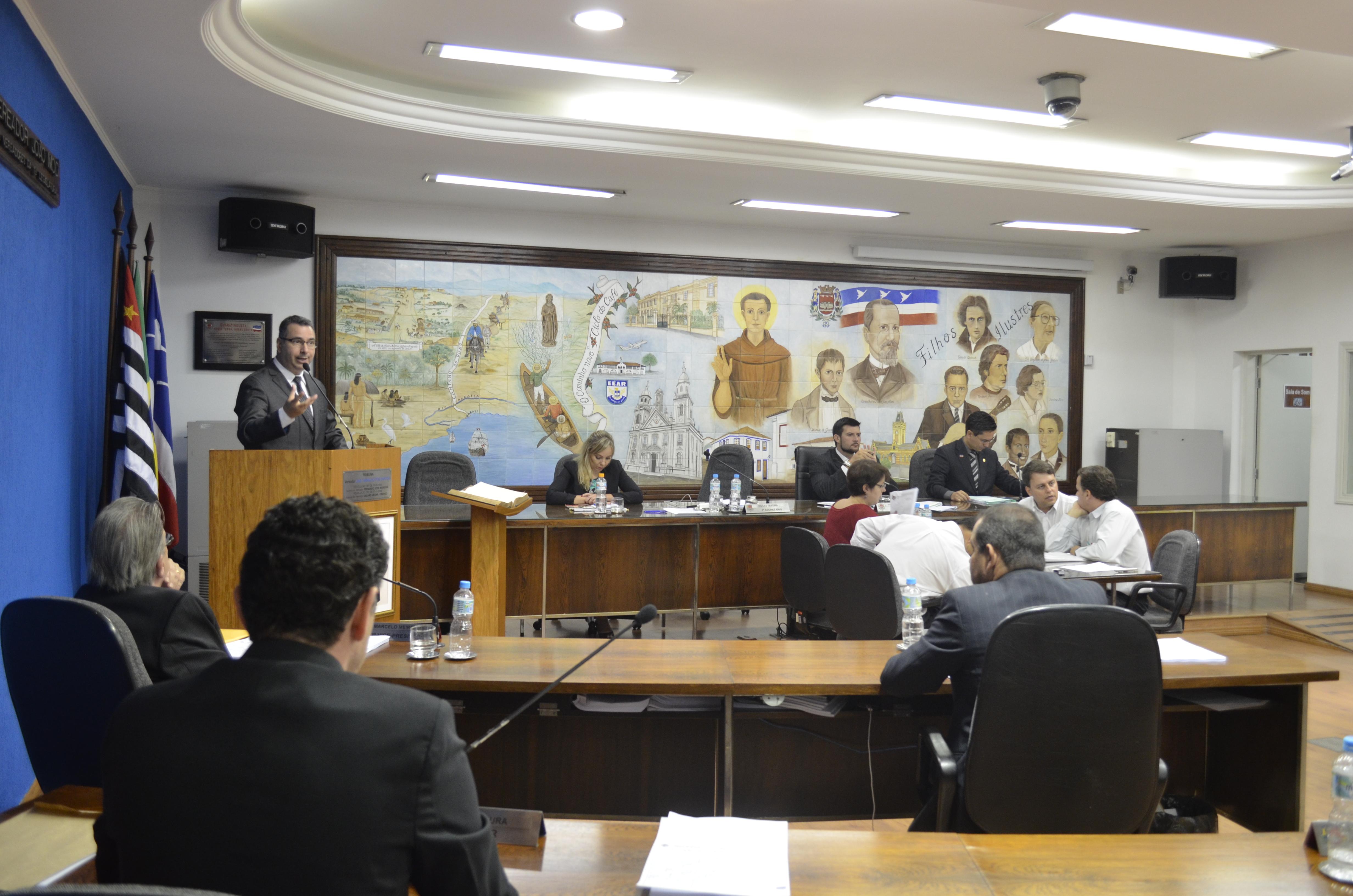 Sessão da Câmara de Guaratinguetá, que aprovou as contas de 2003 do prefeito Francisco Carlos (Foto: Leandro Oliveira)