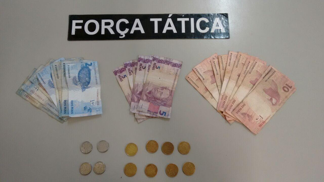 Dinheiro apreendido em operação na Vila Passos, na última sexta-feira (Foto: Divulgação PM)
