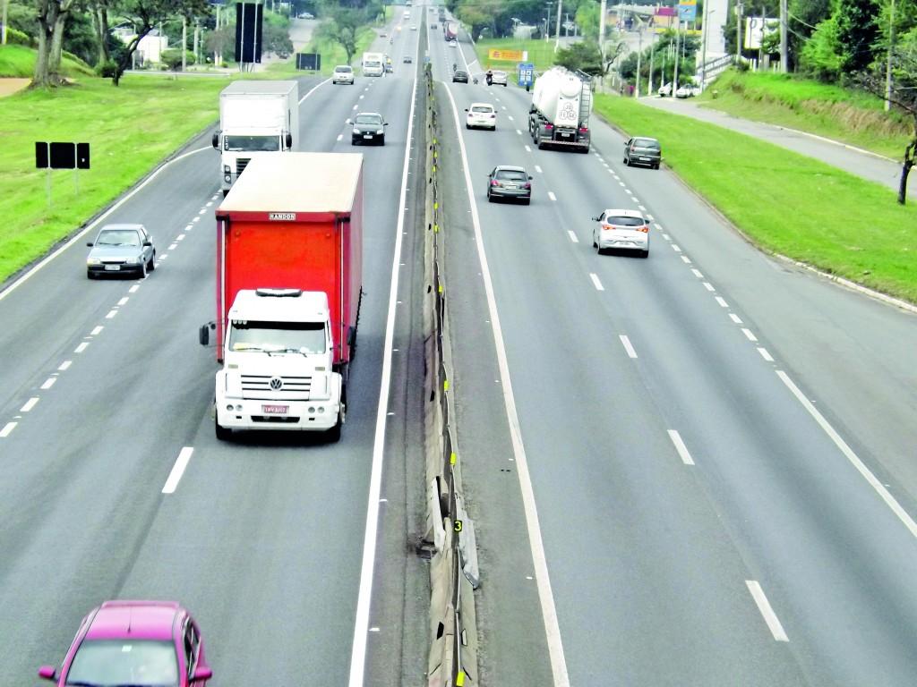 A Rodovia Presidente Dutra, que tem previsão de 860 mil veículos para o final de ano (Foto: Arquivo Atos)