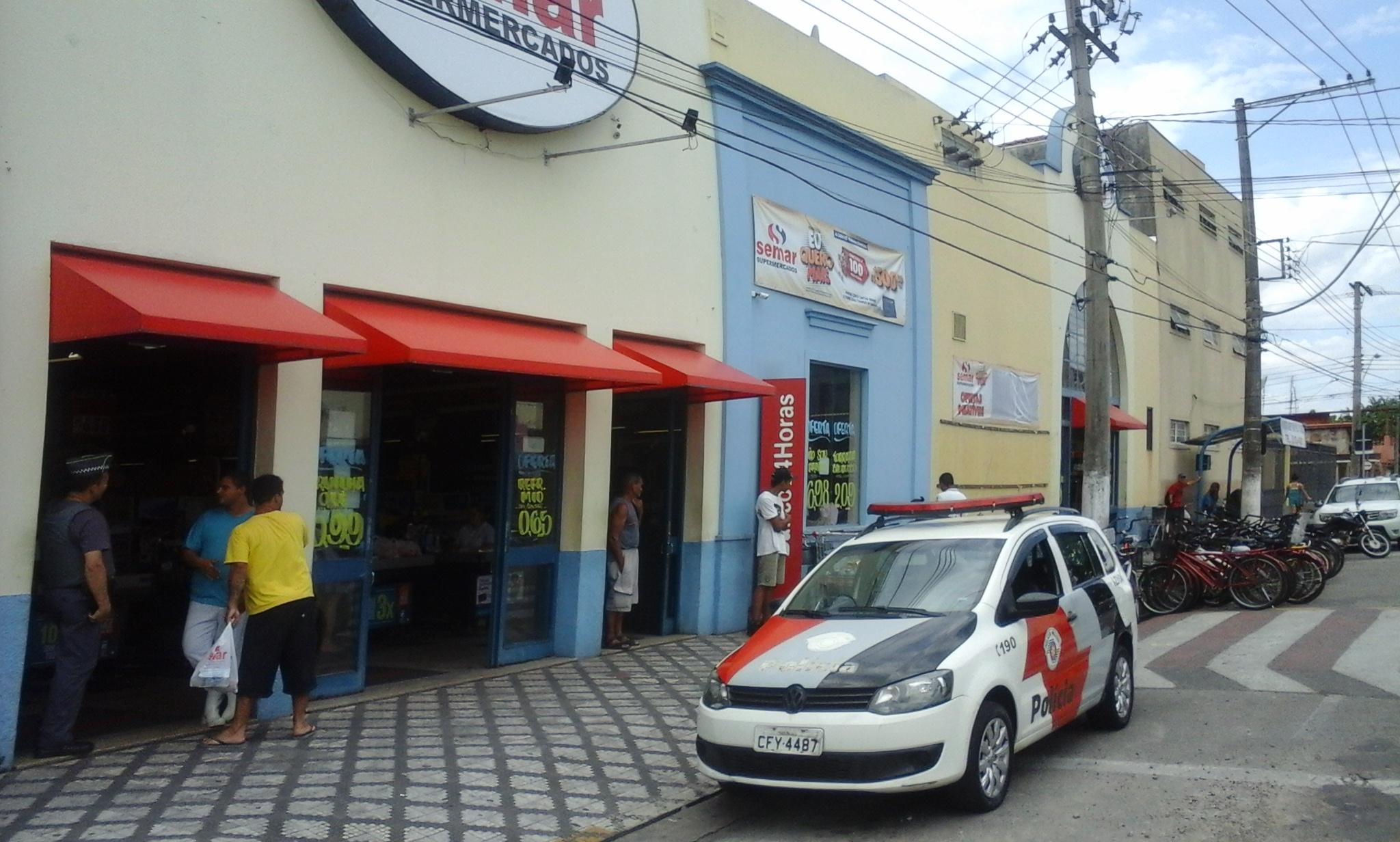 Supermercado em Lorena, que foi alvo de tentativa de assalto; circuito de videomonitoramento deve ajudar na identificação do assaltante (Foto: Thiago Datena)