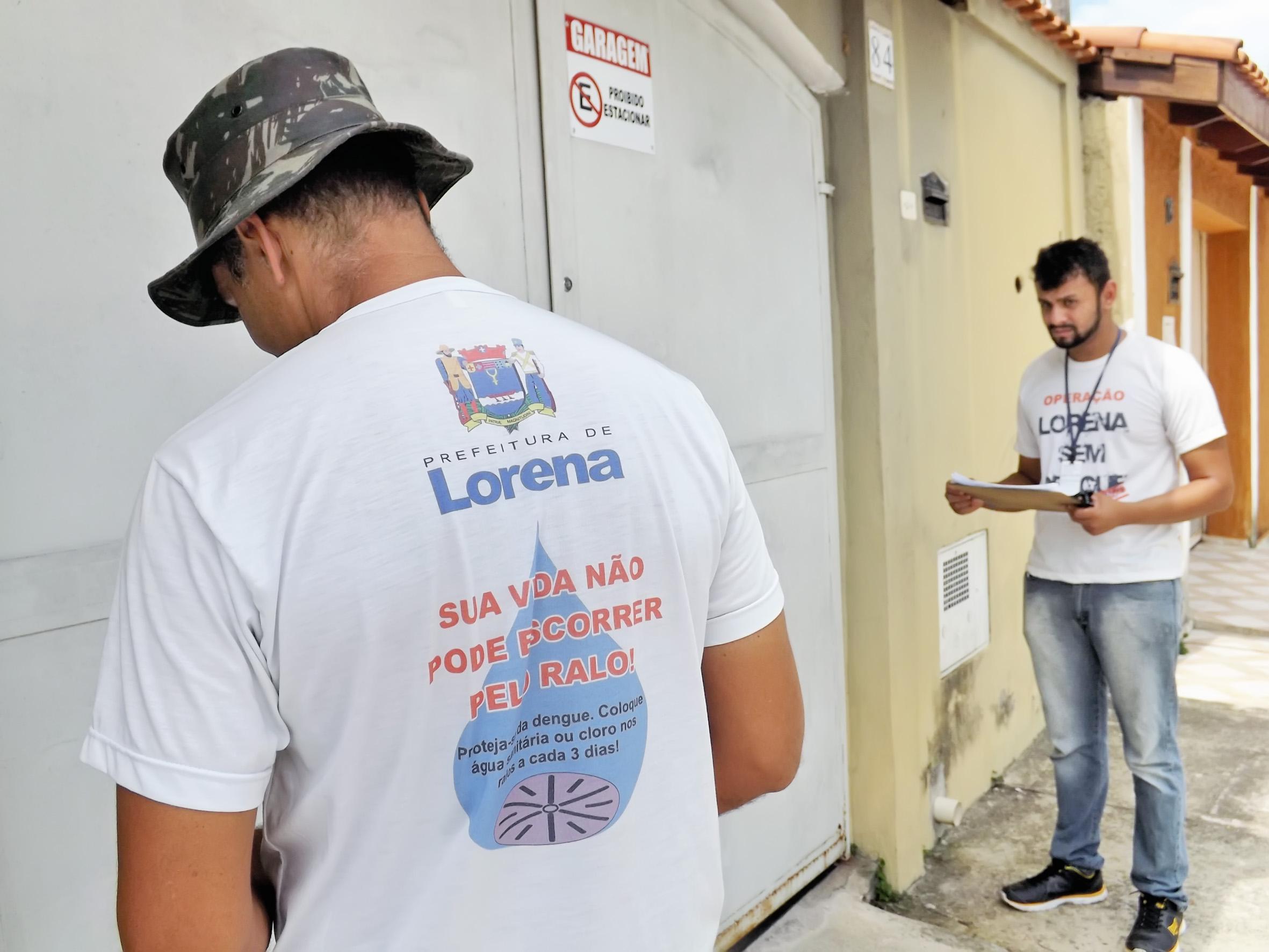 Em ação de combate à dengue, agentes fazem visitas em casas de Lorena; Prefeitura emite aleta contra criminosos que se disfarçam (Foto: Lucas Barbosa)
