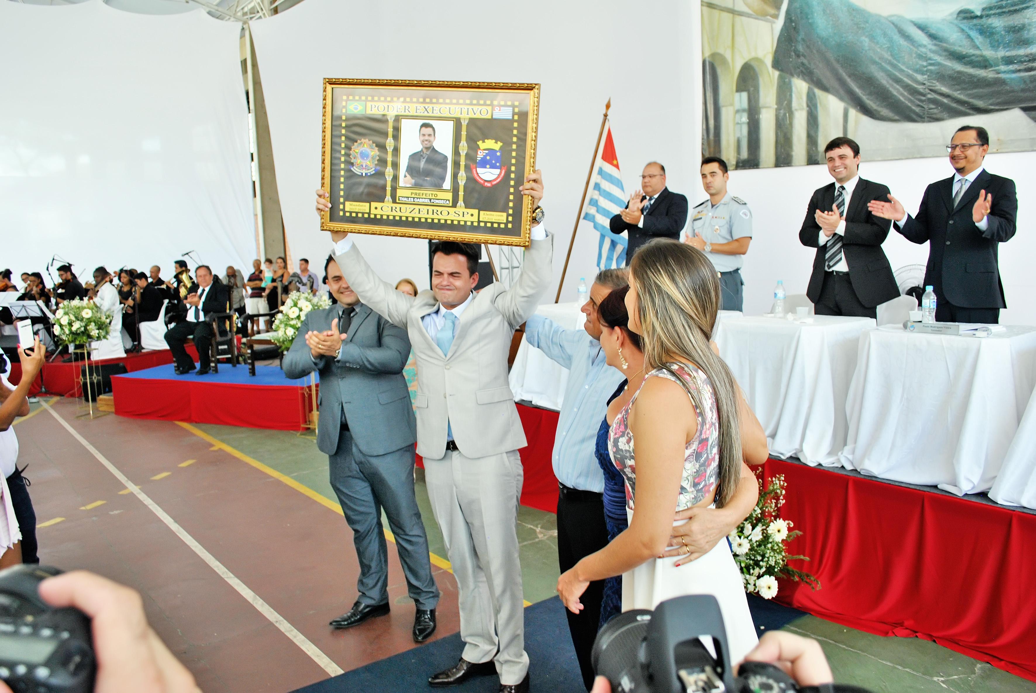 O prefeito Thales Gabriel, que recebeu homenagem em cerimônia de posse (Foto: Andreah Martins)
