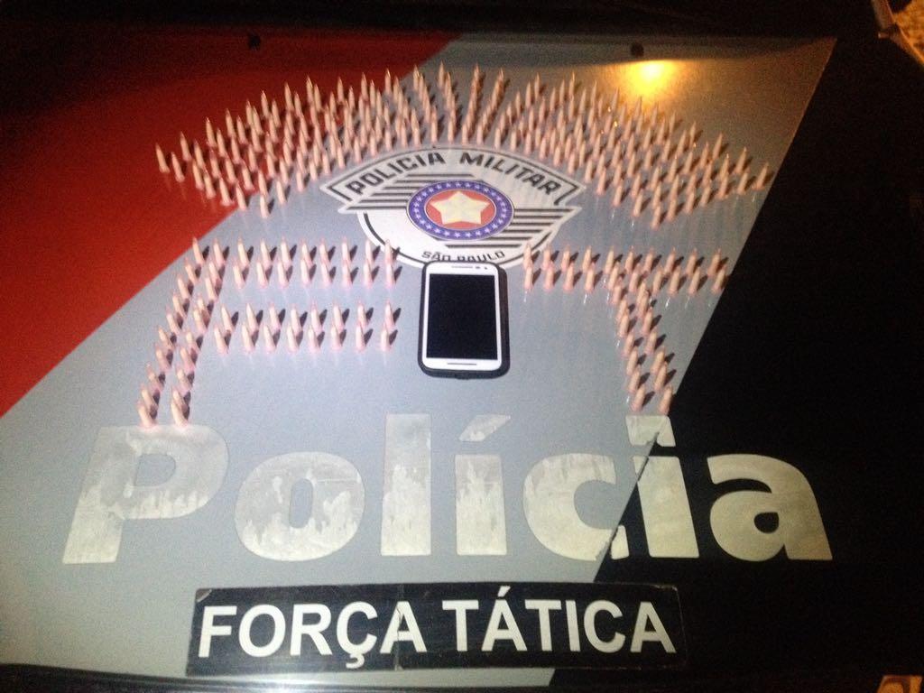 Droga apreendidas pela Polícia Militar com dupla em Lorena (Foto: Divulgação)