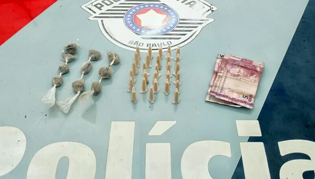 Durante Operação Mão de Ferro, drogas e dinheiro foram apreendidos nesta sexta-feira, em Lorena  Foto: Divulgação PM)