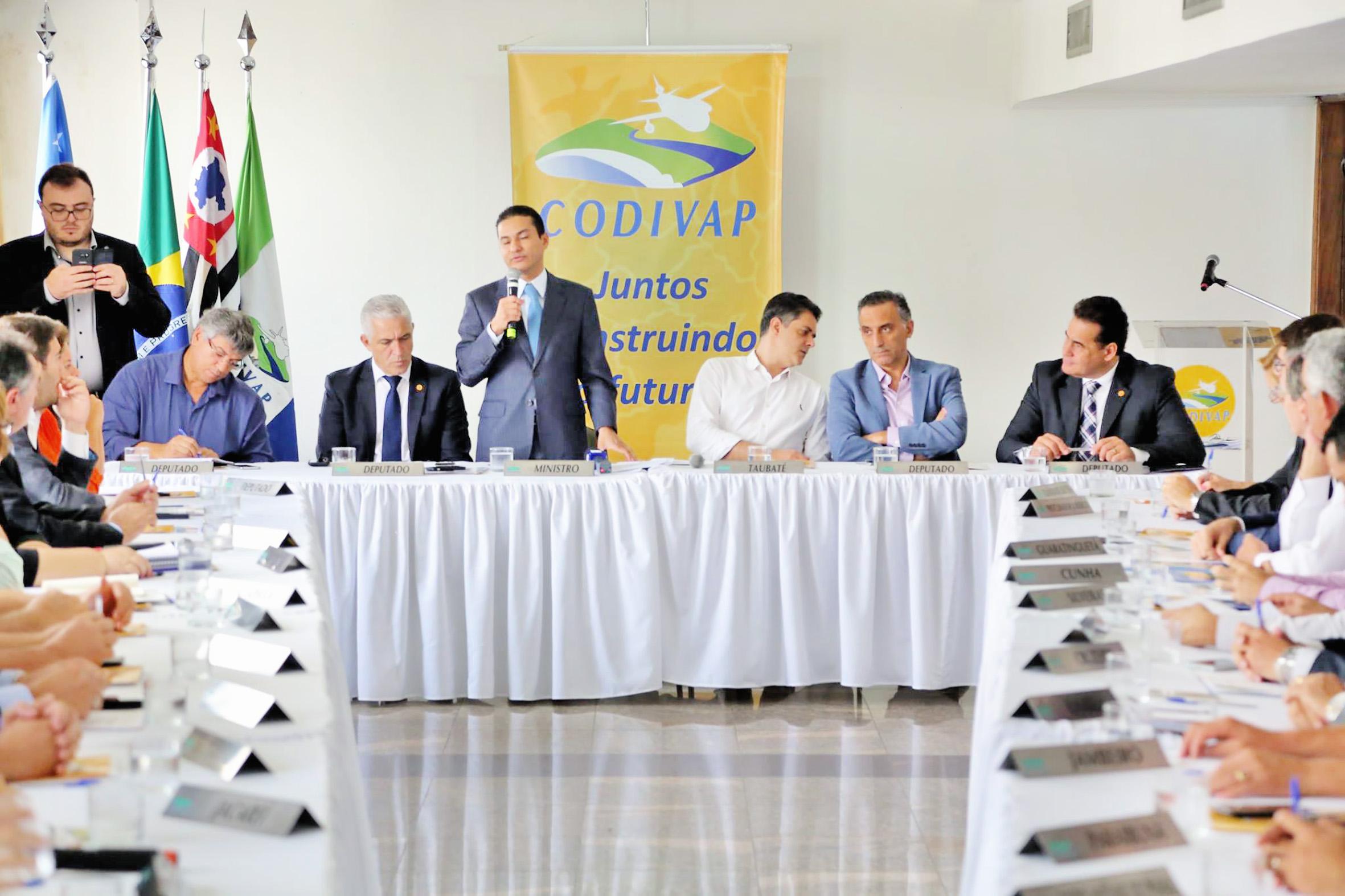 Diretoria do Codivap, eleita na última semana; órgão discute ações políticas para auxiliar melhorias para municípios do Vale do Paraíba (Foto: Reprodução)