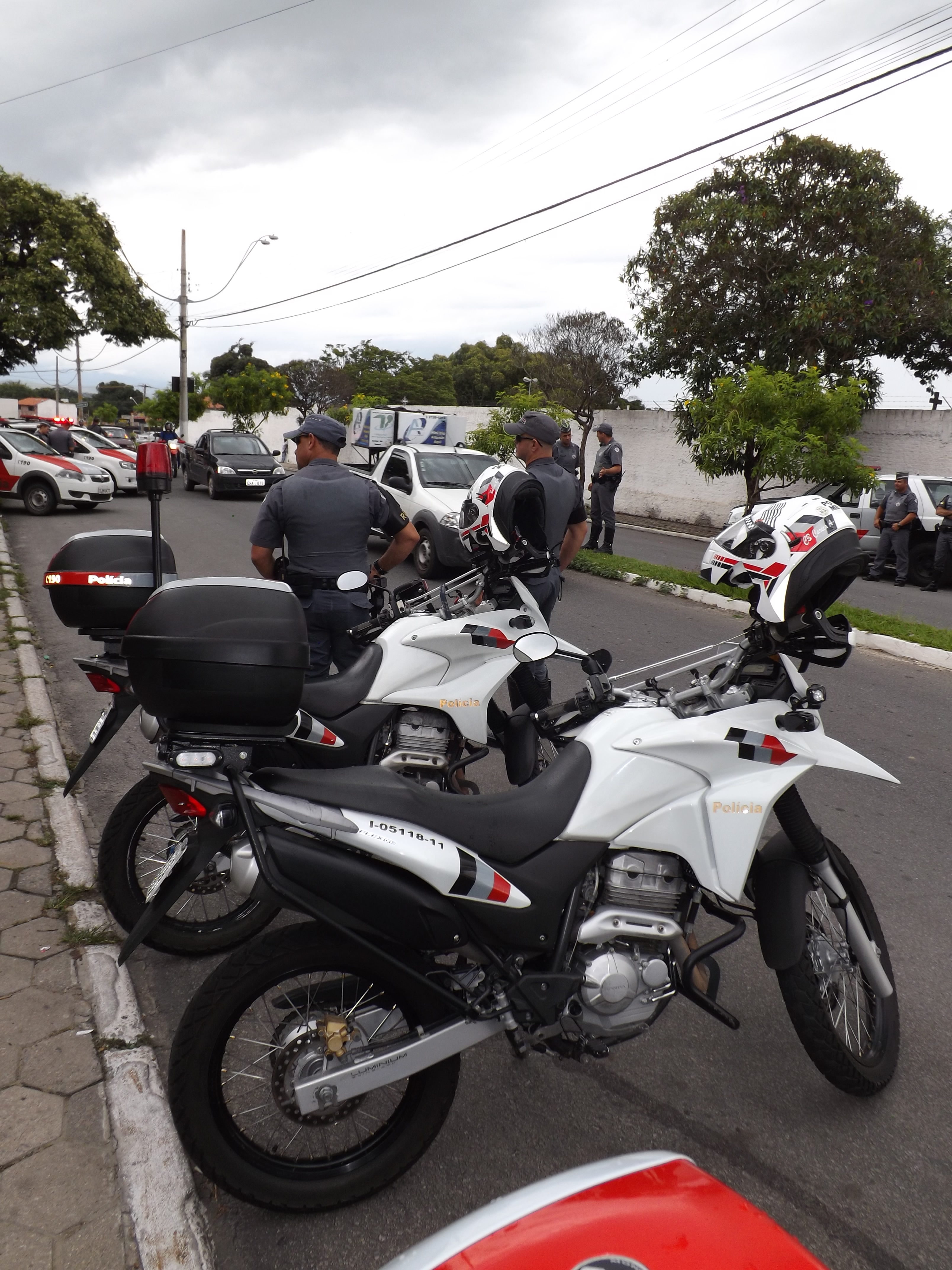 Policiais militares durante operação na região; Cachoeira quer ter sistema (Foto: Arquivo Atos)