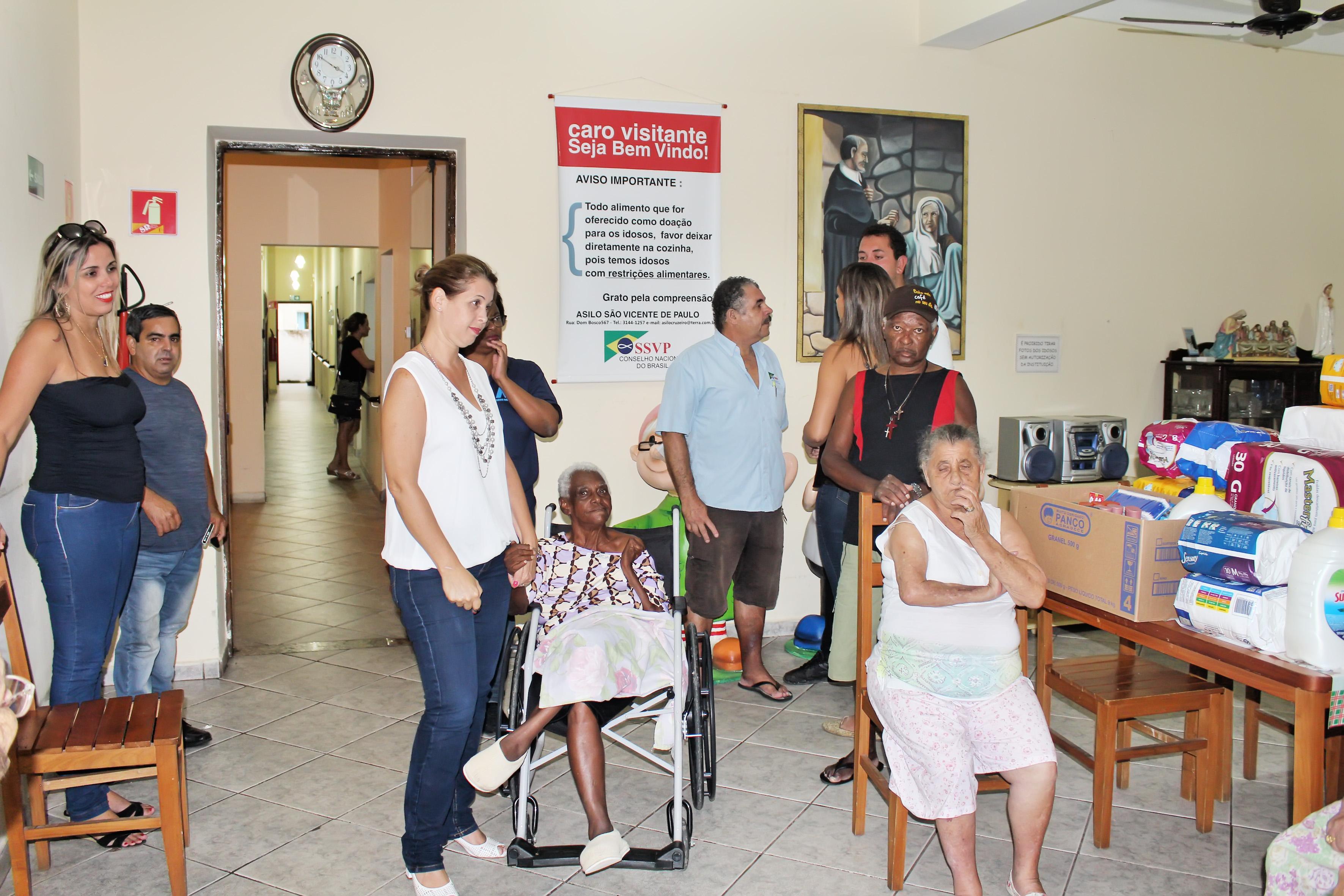 Atendimento aos idosos no asilo São Vicente de Paulo, em Cruzeiro (Foto; Divulgação)