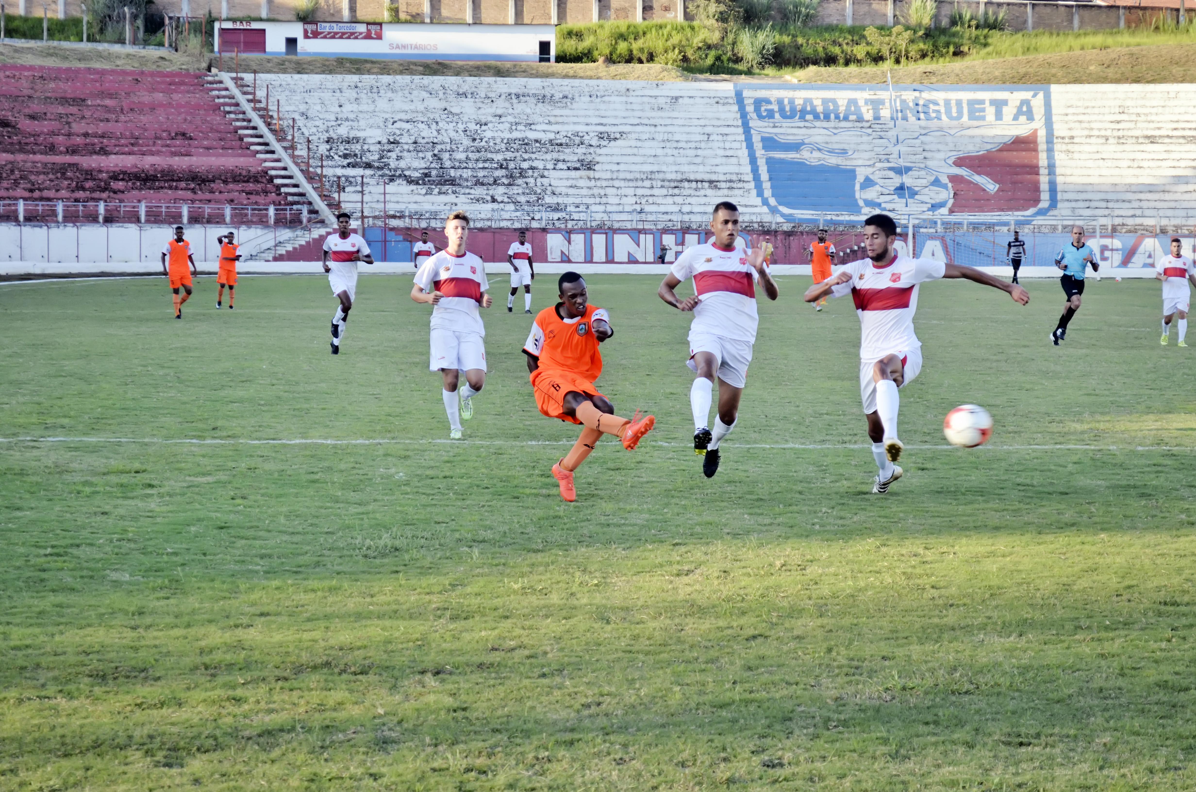 Ataque do Manthiqueira, na partida de estreia contra o União de Mogi, quando a Laranja Mecânica venceu por 1 a 0, no Dario Rodrigues Leite (Foto: Leandro Oliveira)