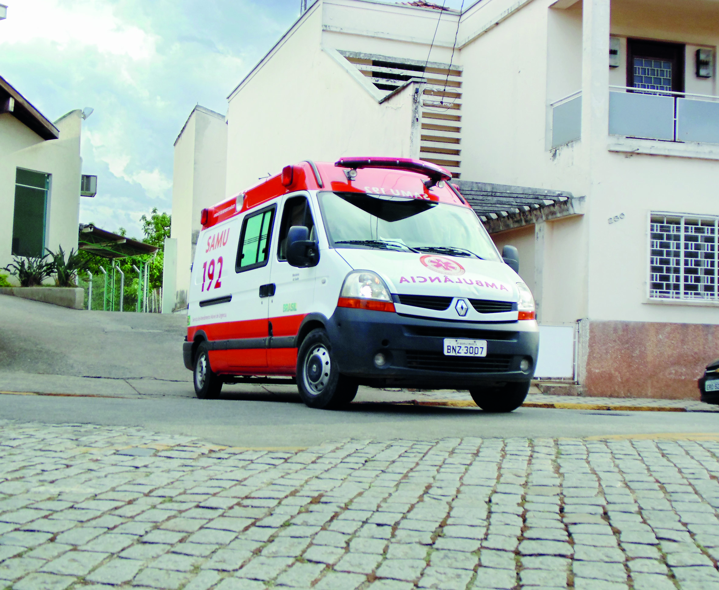 Ambulância do Samu, que deixou de fazer o atendimento de emergência em Pinda após fim de contrato (Foto: Arquivo Atos)