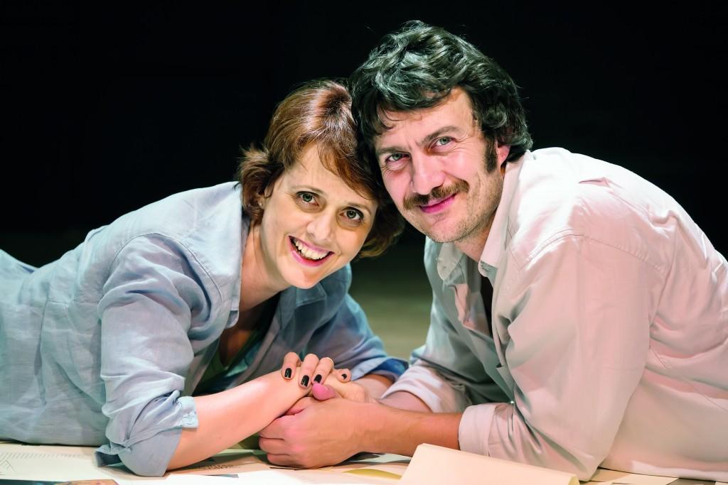 """A jornalista e apresentadora, Bianca Ramoneda e o ator Gabriel Braga Nunes, que se apresentam em Lorena, com a peça """"Inutilezas"""" no Teatro Teresa D'Ávila (Foto: Divulgação)"""