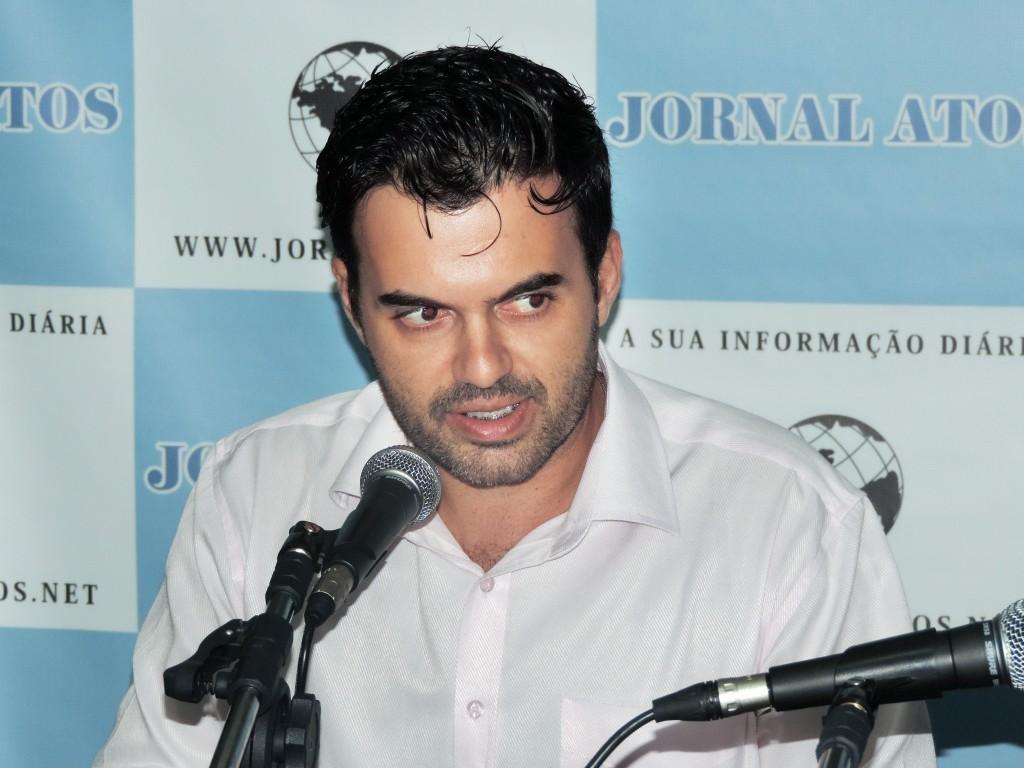 O prefeito Thales Gabriel, que atingiu cem dias de governo com desafios para reerguer cidade, após crise (Foto: Rafaela Lourenço)
