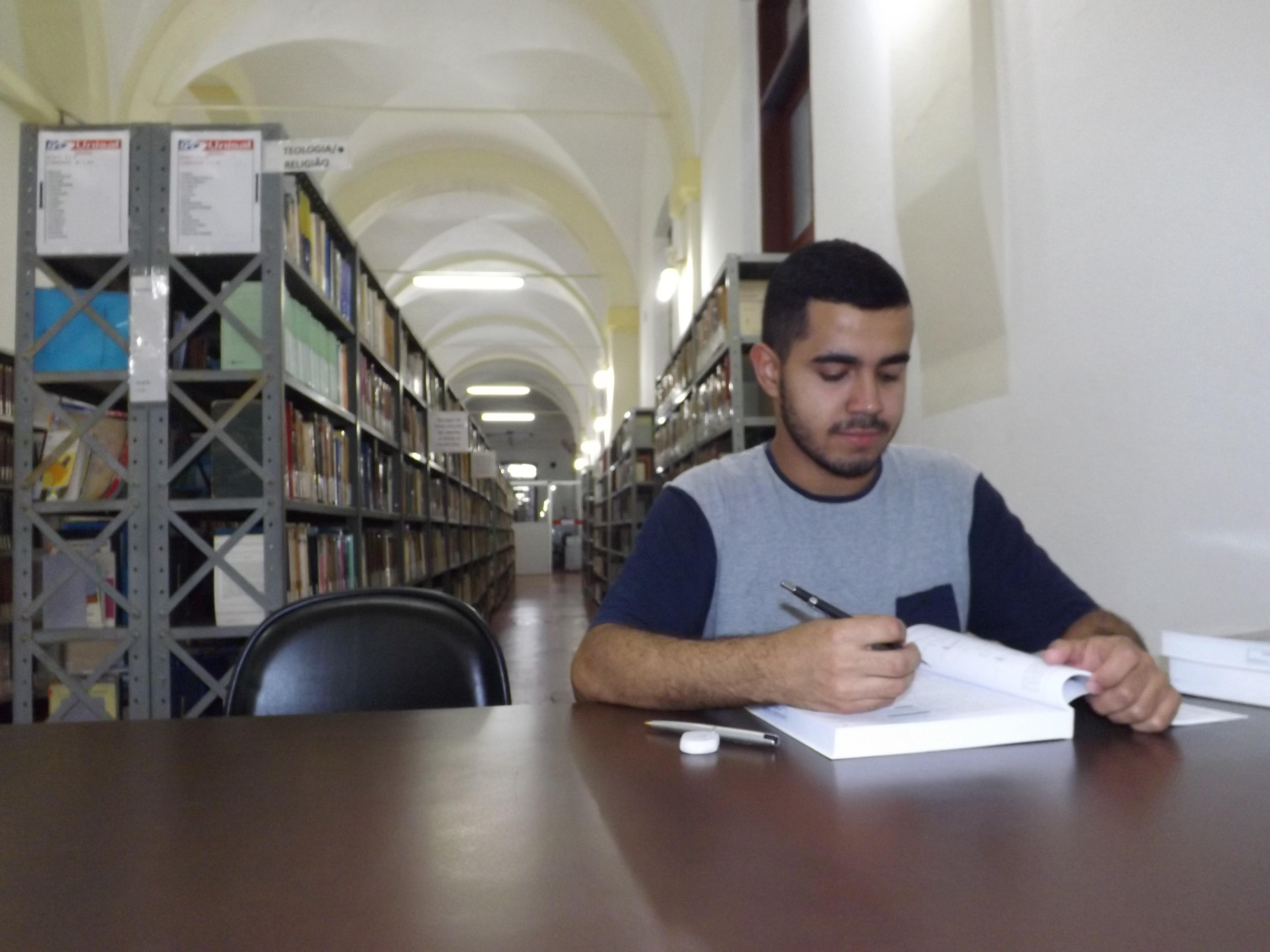 Yuri conta com a ajuda financeira da campanha virtual para concluir graduação na Europa (Foto: Lucas Barbosa)
