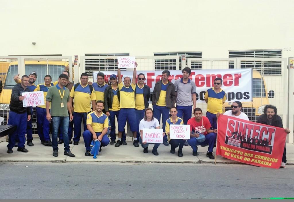 Manifestação de funcionários dos Correios, que questionaram demissão de funcionário em Lorena (Foto: Divulgação)