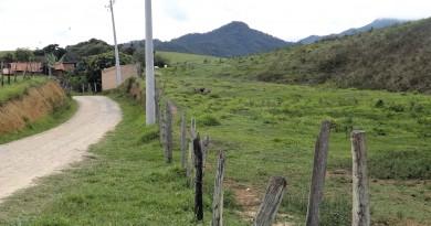 Trecho da estrada dos Marins, que deve receber recuperação anunciada pelo governador Geraldo Alckmin (Foto: Arquivo Atos)