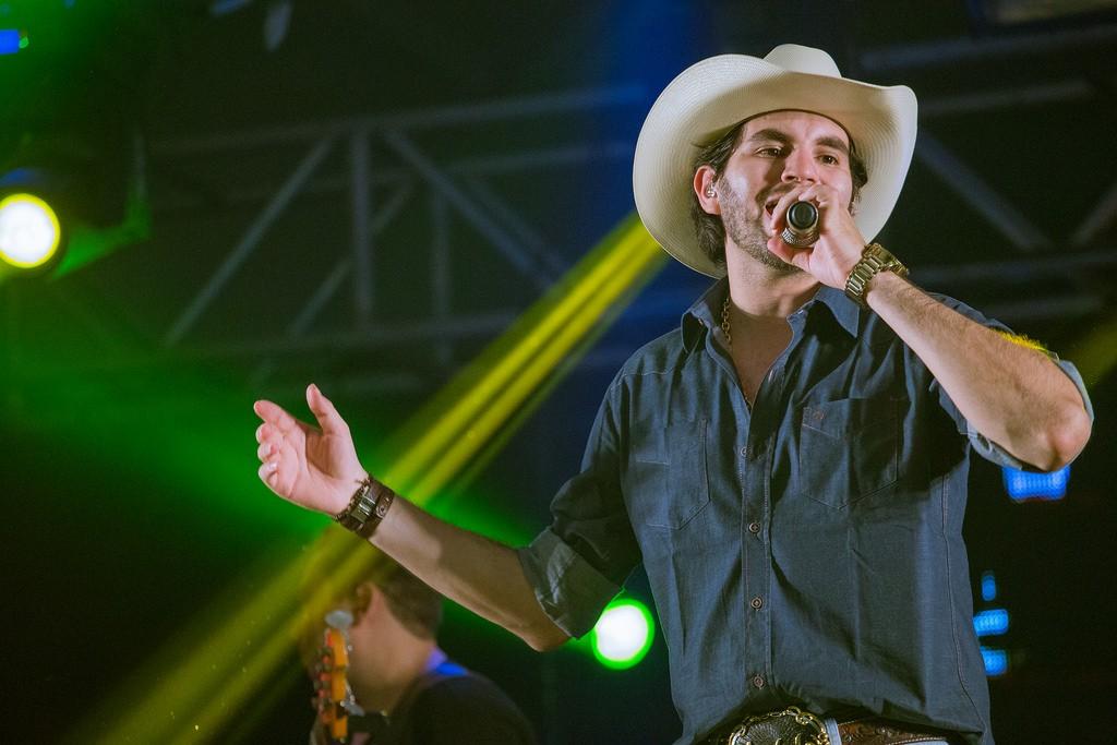 Cantor sertanejo Loubet que será a atração do arraiá do Arena 1001 em Pindamonhangaba (Foto: Divulgação)