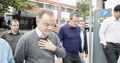 O deputado federal e chefe da Casa Civil do Estado de São Paulo, Samuel Moreira, durante visita a Guaratinguetá; apoio para nova sede do PS (Foto: Leandro Oliveira)