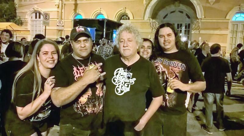 Ao lado de amigos, Beto Branco (centro) comemora a primeira edição do Estação Blues & Rock, em 2016; ele espera repetir sucesso no dia 15 (Foto: Reprodução)