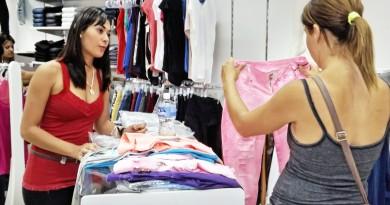 Atendimento no comércio de Lorena, que lidera projeção de geração de empregos na região; cidade aguarda abertura de novos postos (Foto: Arquivo Atos)