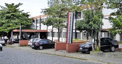 O prédio da delegacia de Guaratinguetá, que deve dar lugar ao novo Pronto Socorro, em proposta apresentada pelo prefeito Marcus Soliva (Foto: Arquivo Atos)