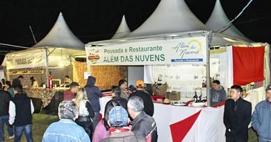 Movimento do primeiro dia do Festival da Truta, no bairro do Gomeral; casamento da boa comida com o frio (Foto: Divulgação)